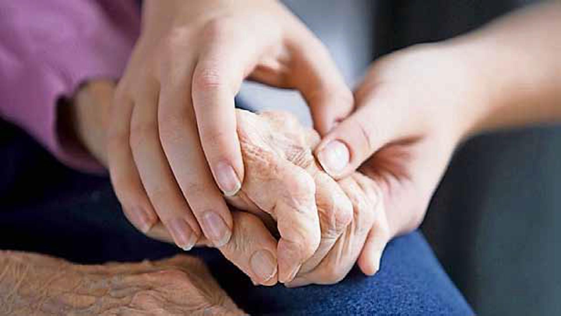 anziani-mani-cure